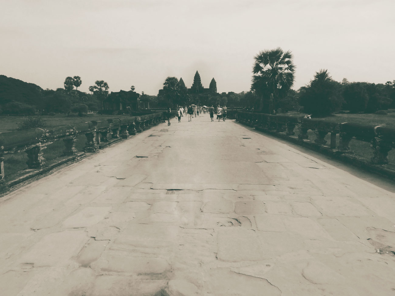 b+w-angkor-path
